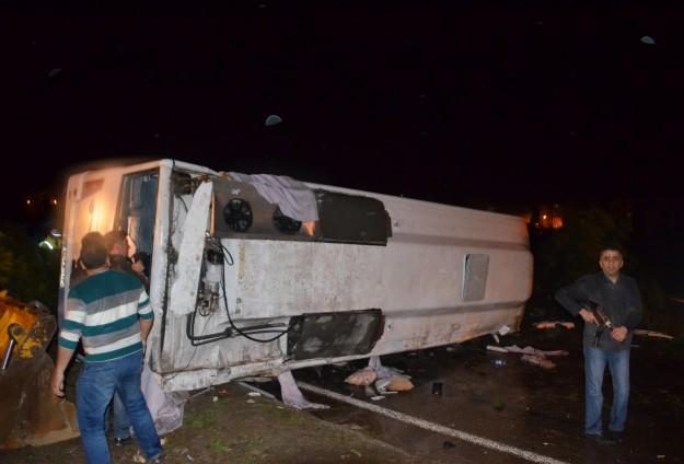 Kırşehir'de polis otobüsü devrildi: 3 şehit, 22 yaralı